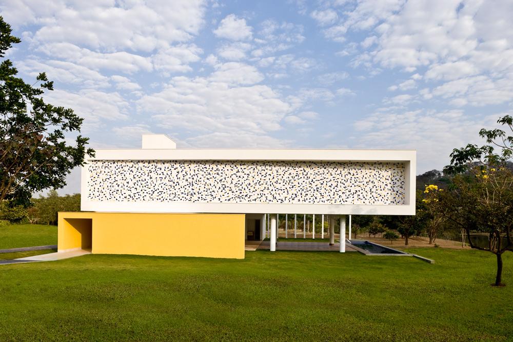 Architecture contemporaine, design minimaliste et une magnifique mosaïque !