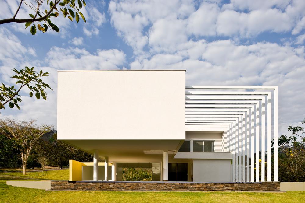 Architecture contemporaine design minimaliste et une for Architecte bresilien