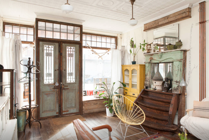 Un appartement boutique d 39 antiquit s williamsburg d cor for Deco appartement insolite