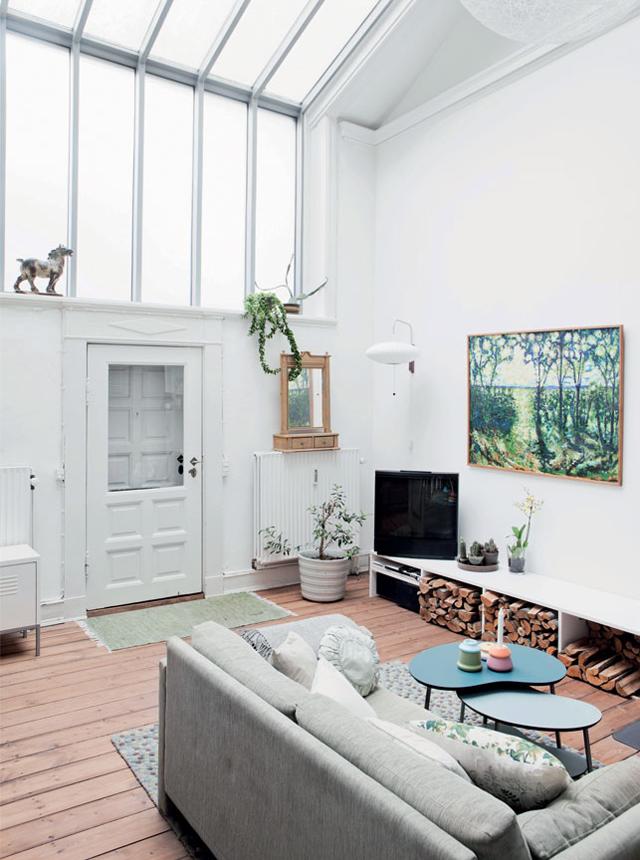 Une maison industrielle danoise aux airs de cottage romantique