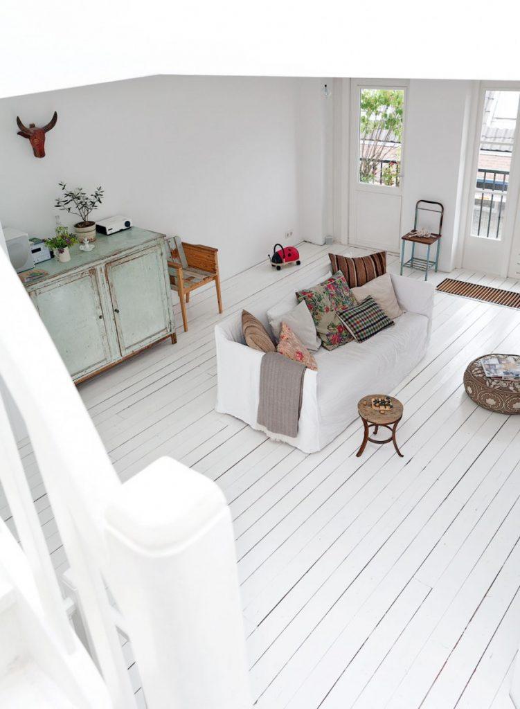 Un appartement scandinave au décor printanier
