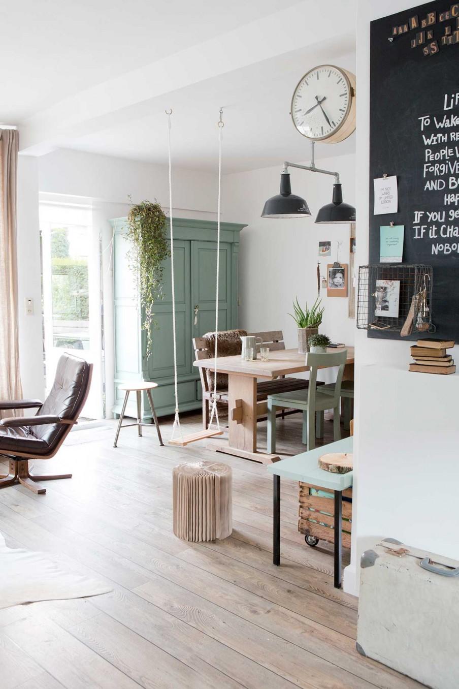 une maison en vert de gris decouvrirdesign. Black Bedroom Furniture Sets. Home Design Ideas