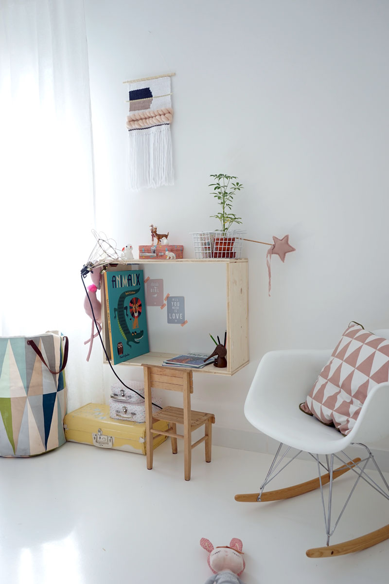 Diy le bureau mural en niche pour la mini decouvrirdesign for Amenagement bureau enfant