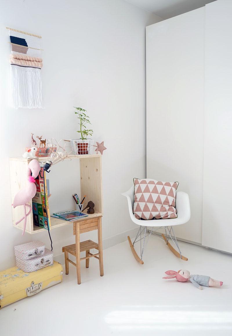 Diy le bureau mural en niche pour la mini decouvrirdesign - Sous main bureau ikea ...