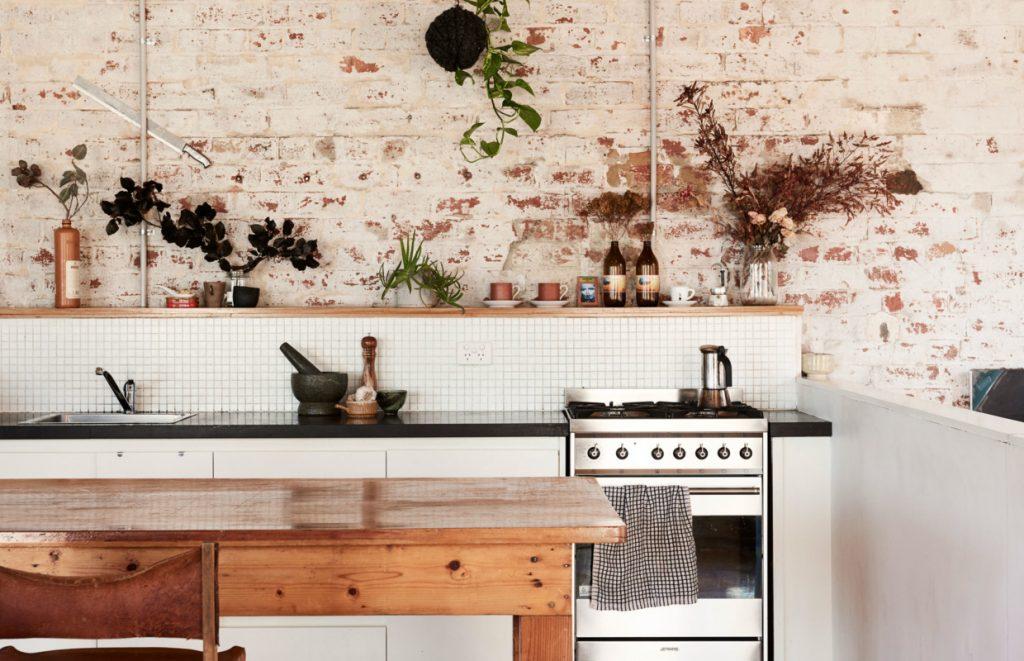 se laisser s duire par une cuisine en briques d 39 esprit wabi sabi decouvrirdesign. Black Bedroom Furniture Sets. Home Design Ideas