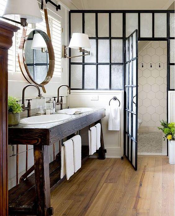 Adopter une verrière atelier dans la salle de bain ...