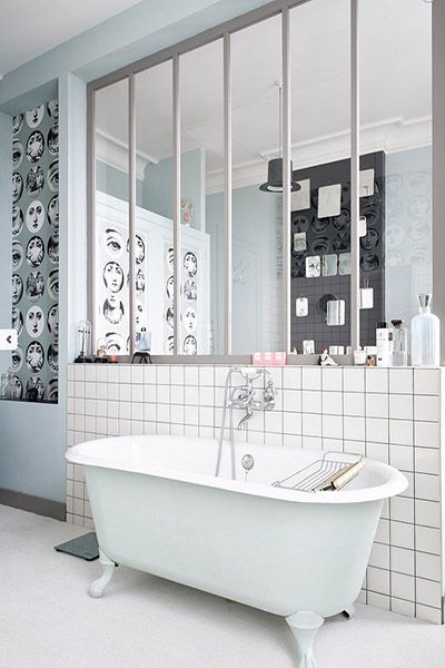 Adopter une verrière atelier dans la salle de bain !