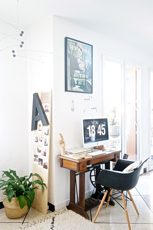chez moi mon coin bureau et des id es pour int grer un espace de travail dans le s jour. Black Bedroom Furniture Sets. Home Design Ideas